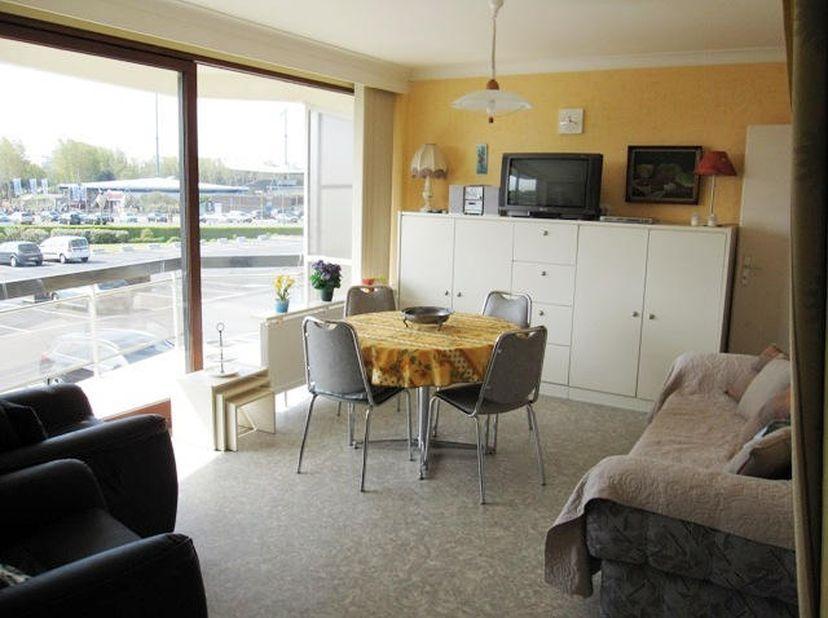 Gemeubelde Studio te koop in Blankenberge. <br /> Direct vrij, instapklaar, gerenoveerd, nieuw raam en schuifraam in PVC , nieuwe kookplaten en dampka