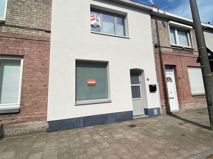 Instapklare lichtrijke warme woning op toplokatie  nabij Gent St. Pieters en UZGent. Bus-en tramhaltes nabij, 5 min. met fiets naar stad. (fietsrek op