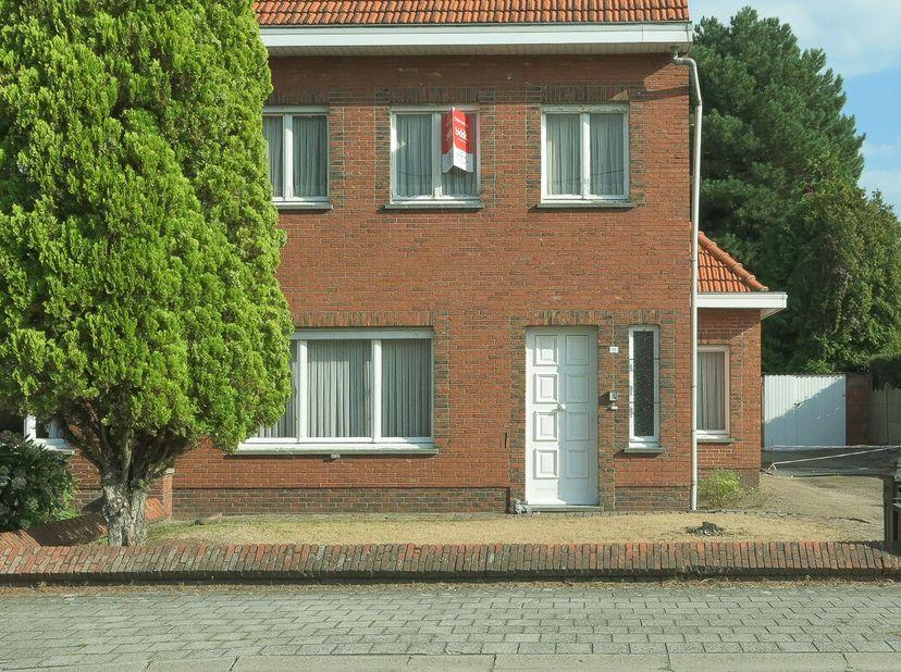 Online verkoop via Biddit van  woning met grote tuin.  <br /> Indeling:  <br /> -gelijkvloers: inkomhal, woonruimte, badkamer, slaapkamer, keuken, ber