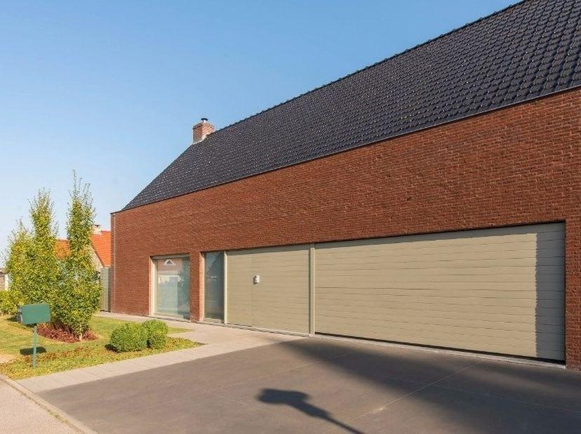Villa te koop (Houtkerque Frankrijk, vlakbij Watou België, slechts 3% beschrijf i.p.v. 7%)<br /> <br /> UNIEK AANBOD!<br /> <br /> Vraagprijs: 365000