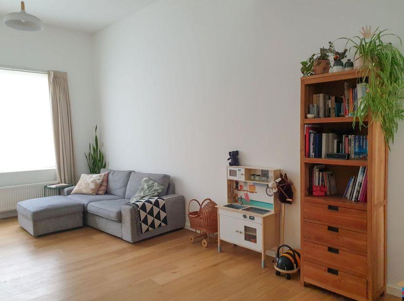 Op zoek naar een gezellige woning met veel lichtinval, in een aangename buurt vlakbij het centrum van het Antwerpen? Breng dan zeker een bezoek!<br />