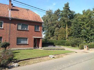 Ruime gezinswoning gelegen in een rustige groene omgeving met goede bereikbaarheid van zowel het centrum van Hasselt als de autosnelweg E313.<br /> <b