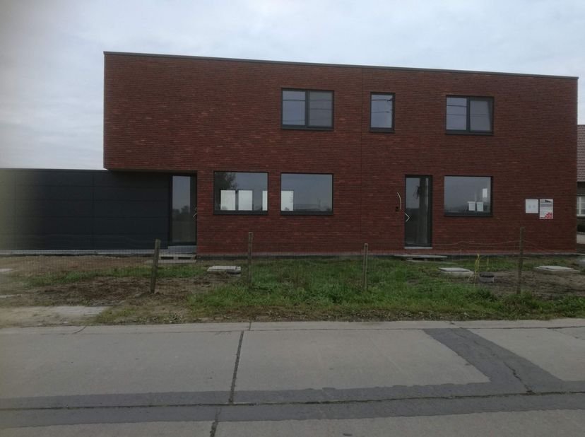 Uniek project van twee schitterende BEN-woningen in moderne architectuur met een geavanceerde ecologische visie, 163 en 174 m² bewoonbare oppervlakte,