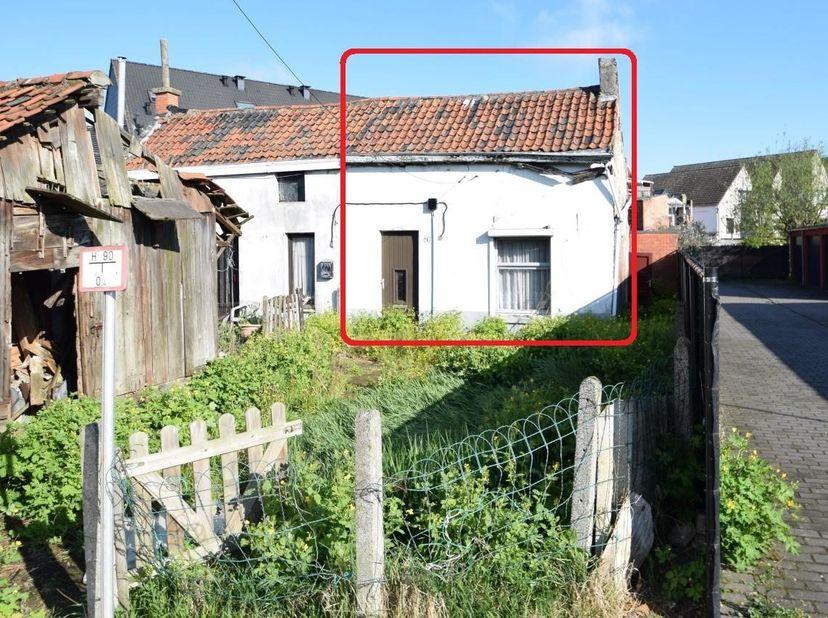 BIDDIT<br /> TE RENOVEREN WONING<br /> Opp. 130 m². EPC 1555/kWh/m²/jaar. KI 188euro. Bwj 1933. Gvg, Wg, Gmo, Vkr Vl Co Wonen, Gvv.<br />  <