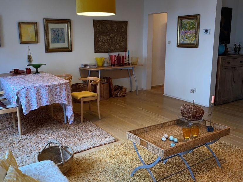 Guido Gezellestraat, 2400 Mol <br /> Dit verzorgd zeer zonnig BEMEUBELD appartement van +/- 85 m² op de 1ste verdieping (geen lift aanwezig) is gelege