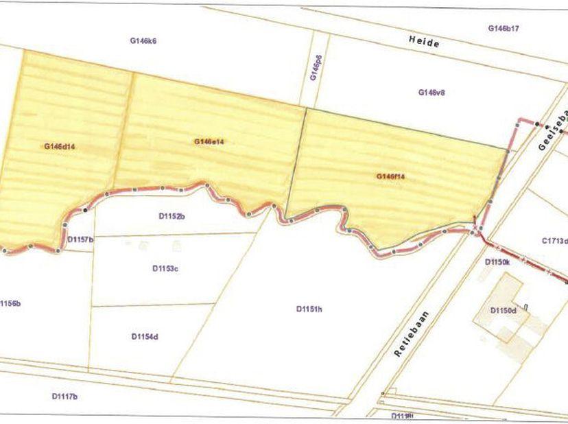 Een perceel landbouwgrond met een totale oppervlakte van 4 hectare 48 are 3 centiare, kadastraal gekend sectie G, nummers 146D14P0000 (1 ha 49 a 62 ca