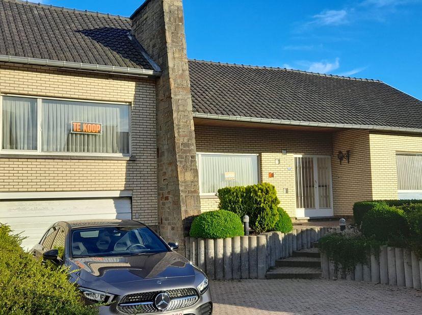 Woning met grote tuin gelegen op enkele kilometers van Nederland en Wallonië.