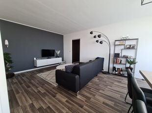 Ik verkoop mijn instapklare 2 slaapkamerappartement. Het appartement is gelegen op het 5de verdieping.<br /> Het is recent gerenoveerd en voorzien van