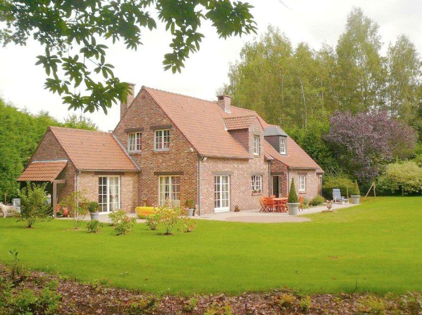 * Visite virtuelle sur www.hendrix.be* -  L'immobilière Hendrix vous propose une superbe maison 4 façades située dans le Bercuit. Domaine résident