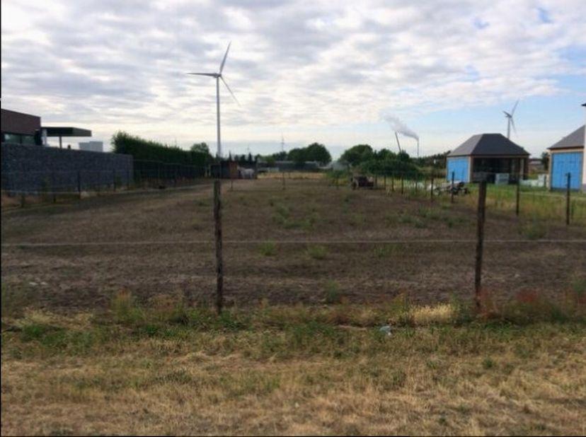 Bouwgrond, open bebouwing, in mooie rustige omgeving te koop.<br /> <br /> Afmetingen: 16 are / Breed 20 meter, Diep 80 meter<br /> <br /> Stedebouwku