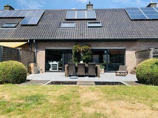 Deze recent gerenoveerde, lichtrijke woning is gelegen in een rustige wijk te Kuurne.<br /> Ligt nabij scholen, winkels en belangrijke verbindingswege