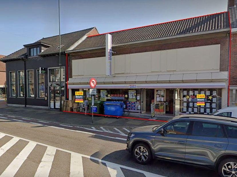 Ruim commercieel gelijkvloers of kantoor te huur, gelegen te Neerpelt. <br /> De gevelbreedte bedraagt ca. 15 m. De oppervlakte bedraagt ca. 565 m². P