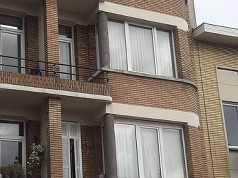 Mooi gerenoveerd 2 Slk appartement op topligging.<br /> Recht tegenover het Rivierenhof in Deurne bevindt zich dit interbellum appartement.<br /> Gerg