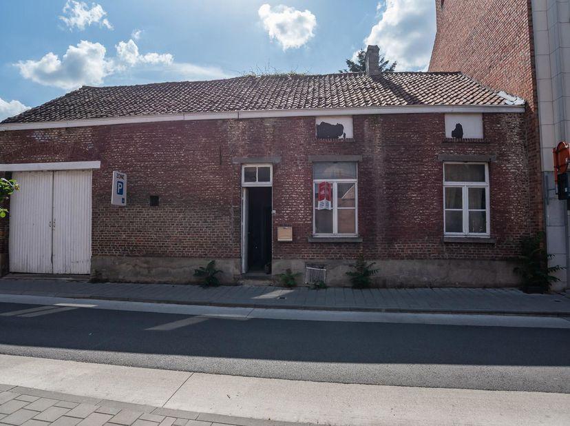 LOT 2: WONING<br /> Notarissen Lauranne ROOMAN en An BERGHMANS, te Leuven, Diestsestraat, 77, met tussenkomst van notaris Chris CELIS, te Brasschaat z