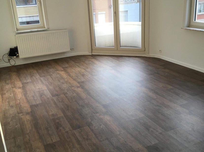 1-slaapkamer appartement te huur in hartje Hasselt<br /> <br /> Recent vernieuwd 1-slaapkamer-appartement te huur in Hasselt. Gelegen tussen de grote