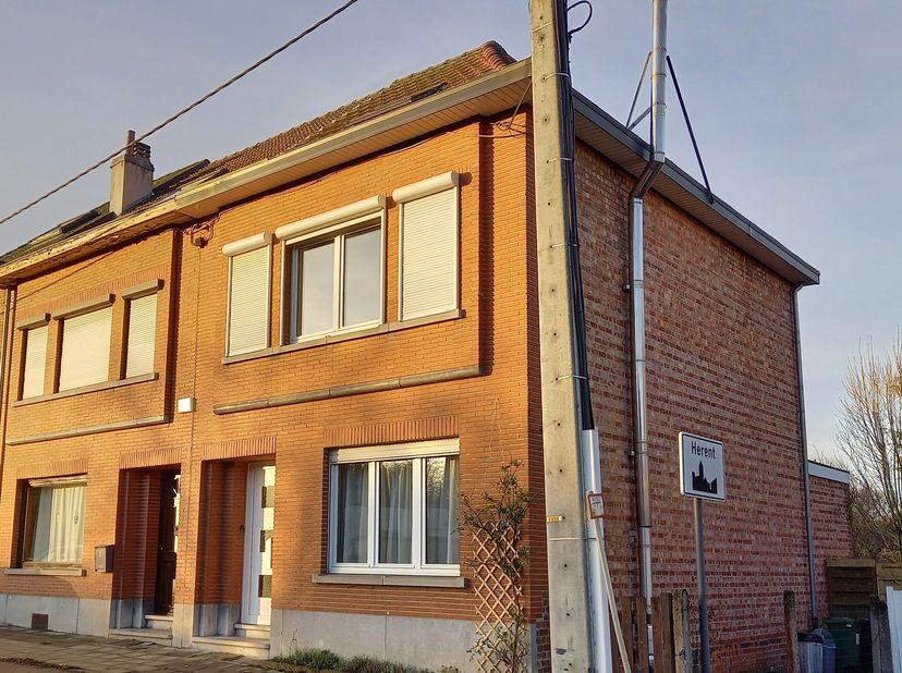IN OPTIE Instapklare en gezellige woning met grote tuin (612 m²)<br /> <br /> Halfopen woning op een boogscheut van Leuven en nabij het centrum van He
