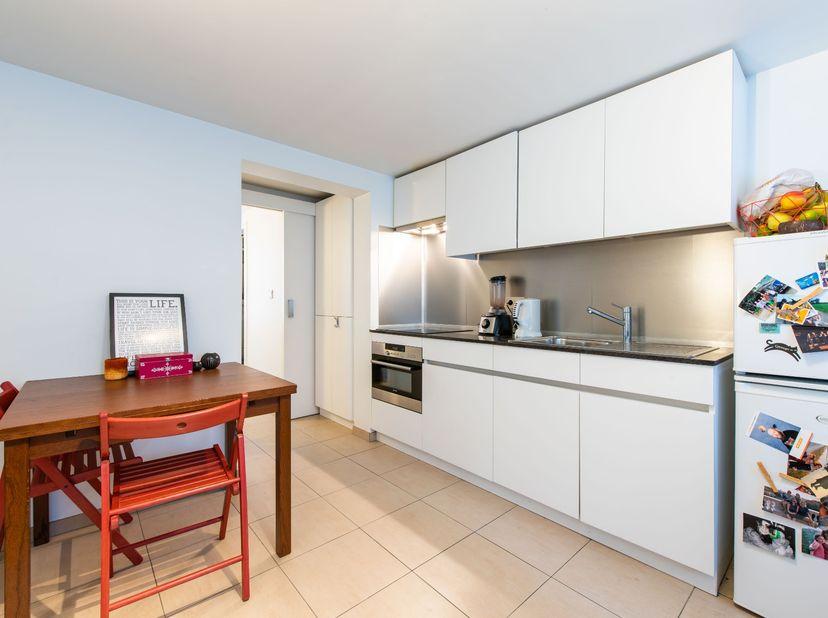 Gezellig, lichtrijk appartement nabij centrum Gent. Goede bereikbaarheid (2min wandelen van Station Gent-Sint-Pieters, 10 min rijden E40 en E17). €575