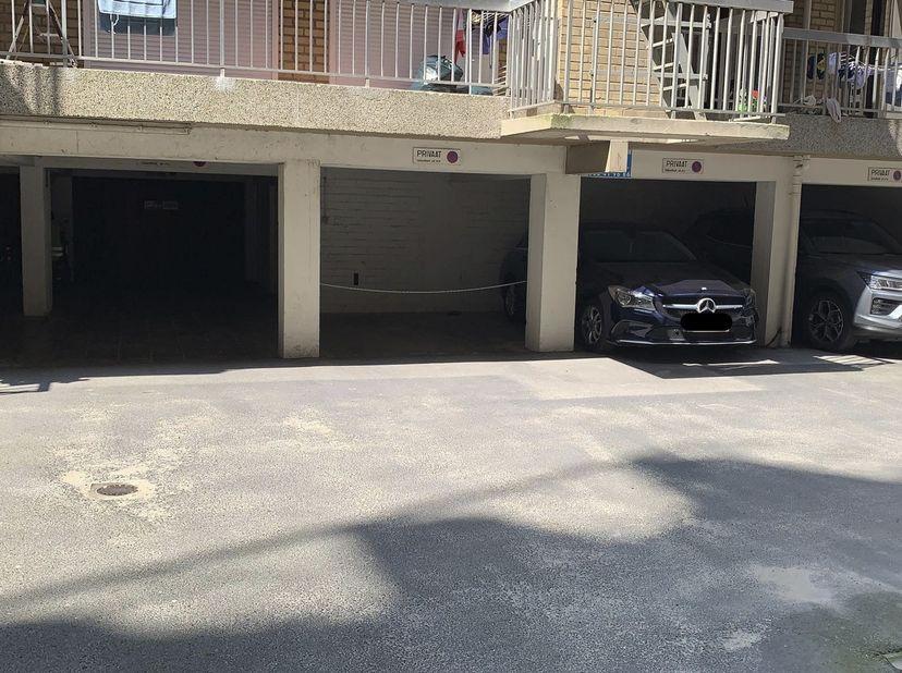 """Overdekte parking, gelegen in """"Residentie Westcliff"""". <br /> Statuten van het gebouw kunnen worden opgevraagd bij de notaris. <br /> Bezoek:<br /> N"""